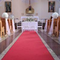 dekoracja koscioła banino czerwony dywan na slub trojmisto