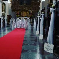 dekoracja koscioła żukowo hymn do miłosci czerwony dywan