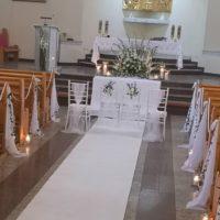 dekoracja koscioła banino biały dywan na slub
